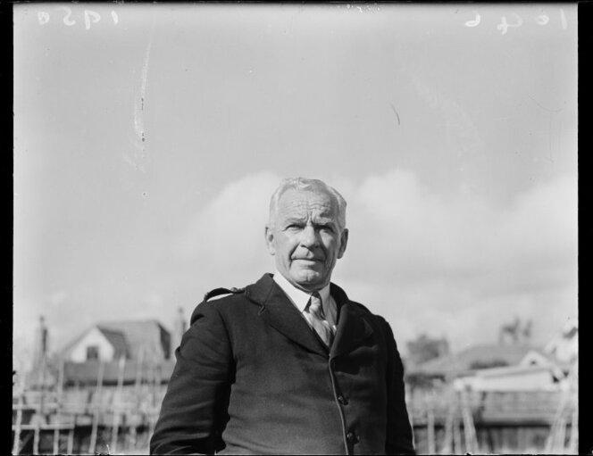 14 October 1950 Inspector B Thompson at the Trentham races.jpg