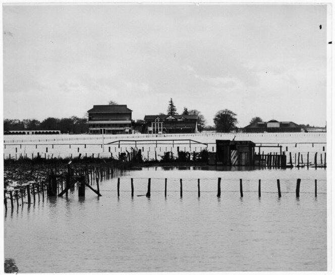1950 Makaraka Racecourse under flood waters.jpg