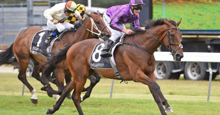 SAMPSON LINES UP AT DOOMBEN
